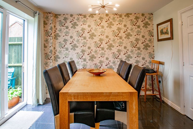 4 bed house for sale in Marlgrove Court 5