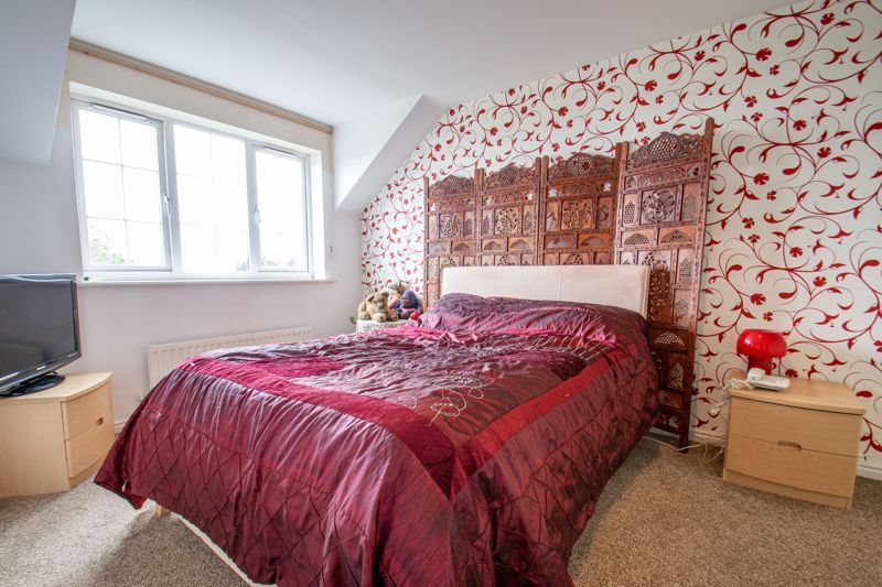 4 bed house for sale in Marlgrove Court 7