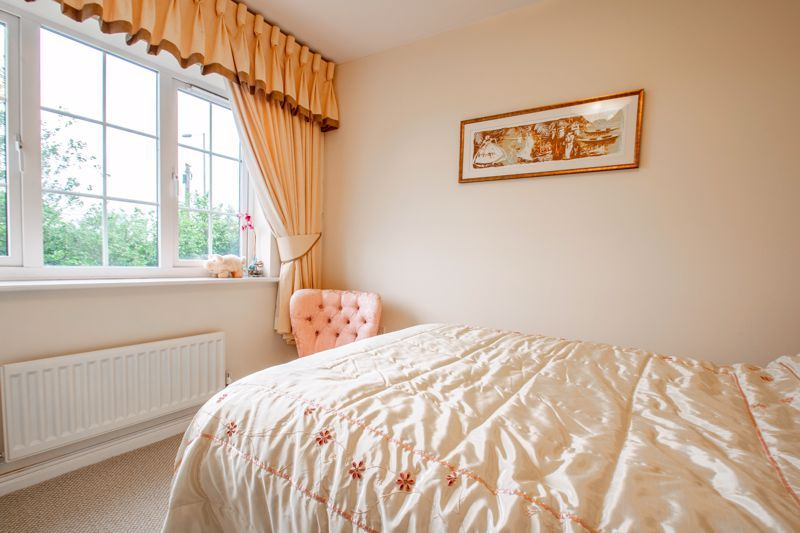 4 bed house for sale in Marlgrove Court 9