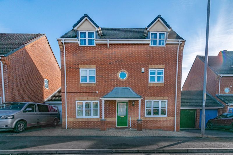 4 bed house for sale in Lily Green Lane 1