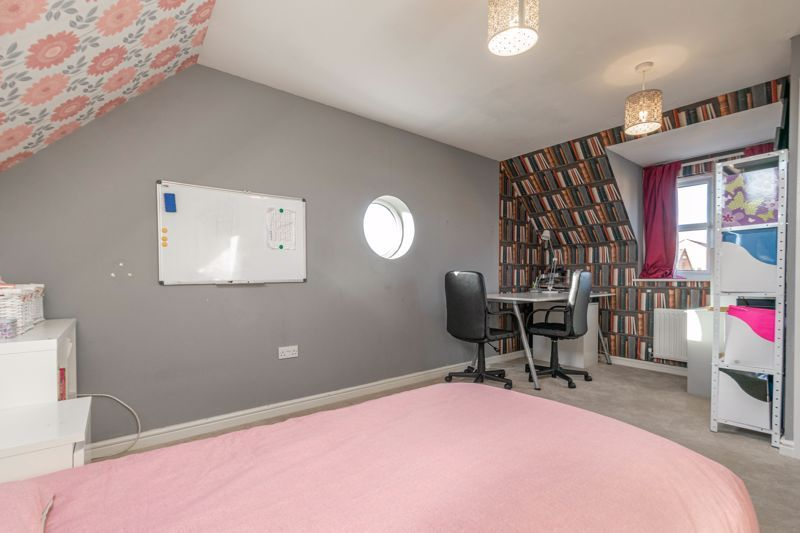 4 bed house for sale in Lily Green Lane 11