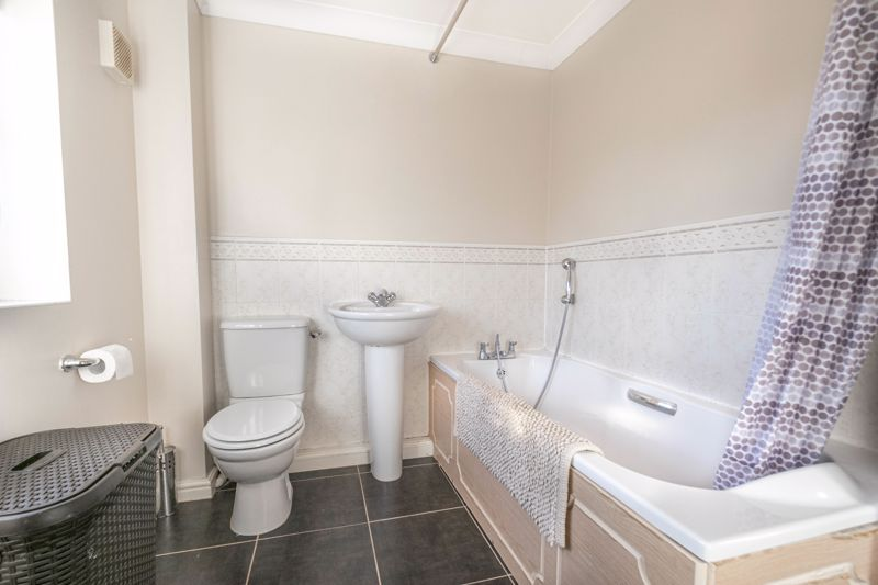 4 bed house for sale in Lily Green Lane 12
