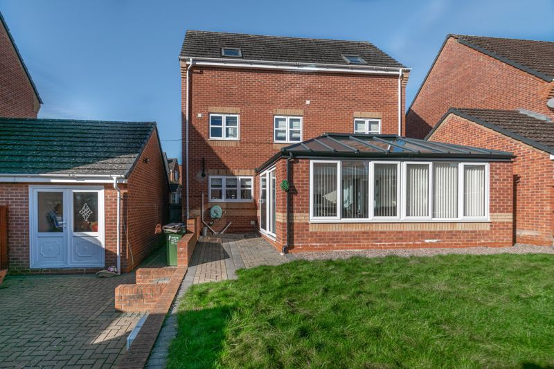 4 bed house for sale in Lily Green Lane 14