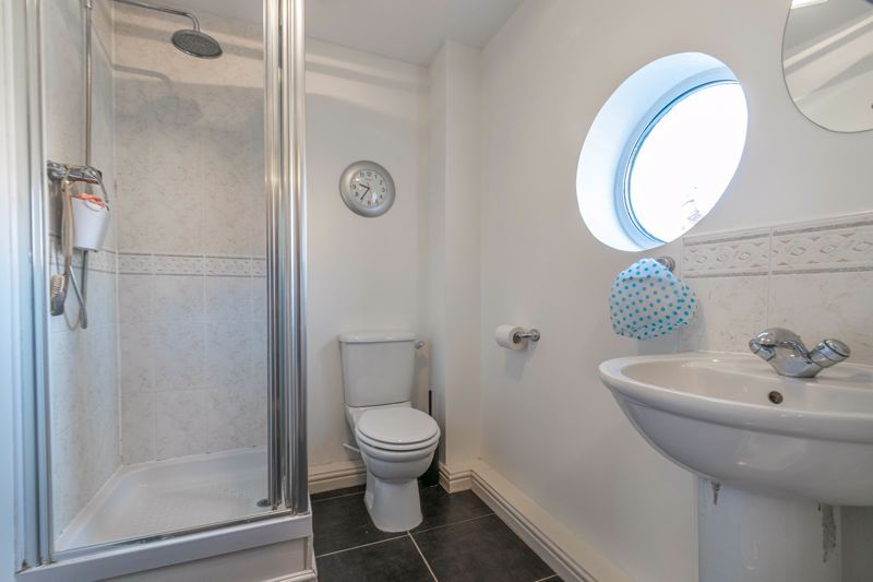 4 bed house for sale in Lily Green Lane 7