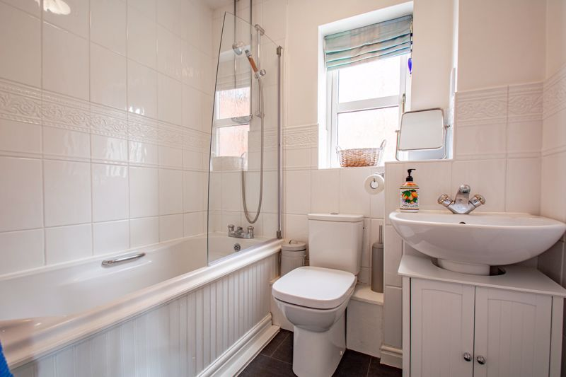 4 bed house for sale in Appletrees Crescent 13