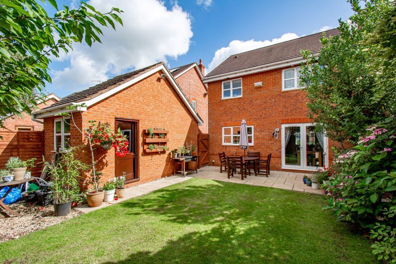 4 bed house for sale in Appletrees Crescent 15