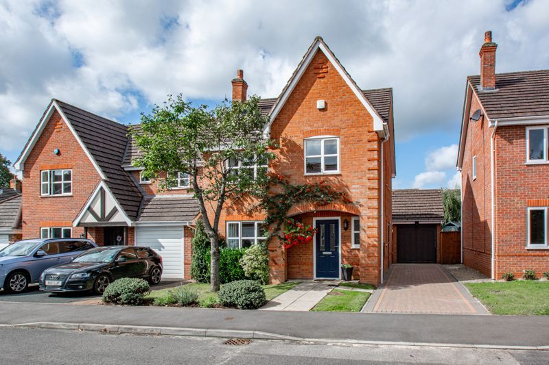 4 bed house for sale in Appletrees Crescent 16
