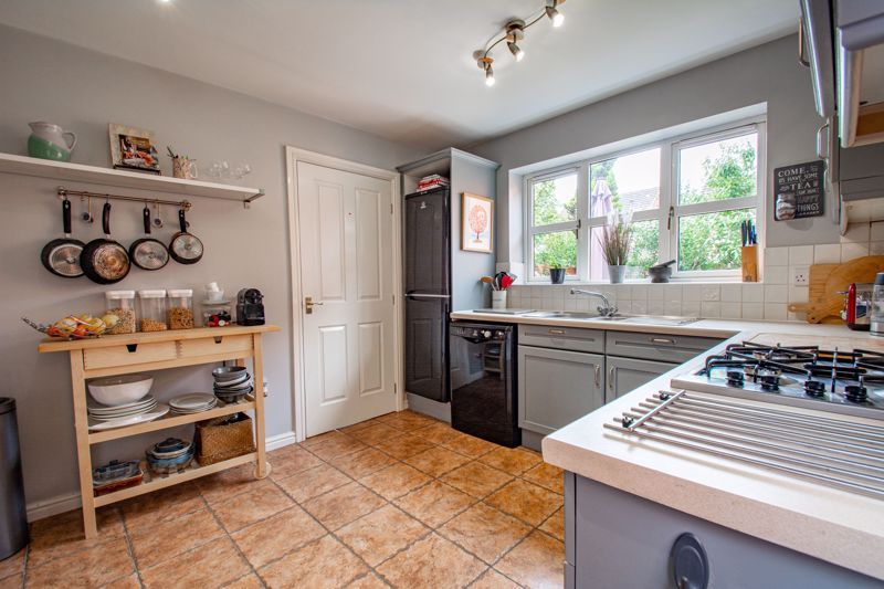 4 bed house for sale in Appletrees Crescent 6