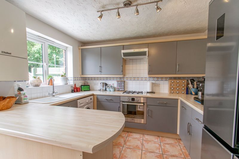 3 bed house for sale in Cleobury Close 2