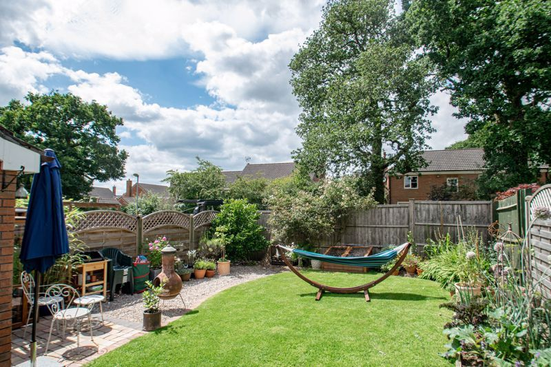 3 bed house for sale in Cleobury Close 11