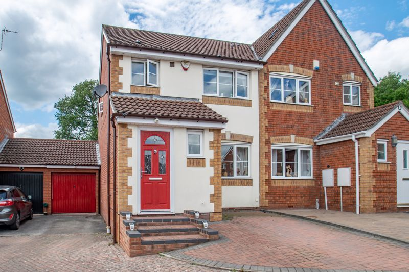 3 bed house for sale in Cleobury Close 13