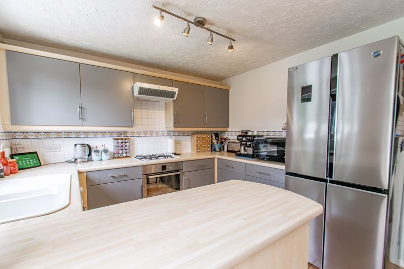 3 bed house for sale in Cleobury Close 3