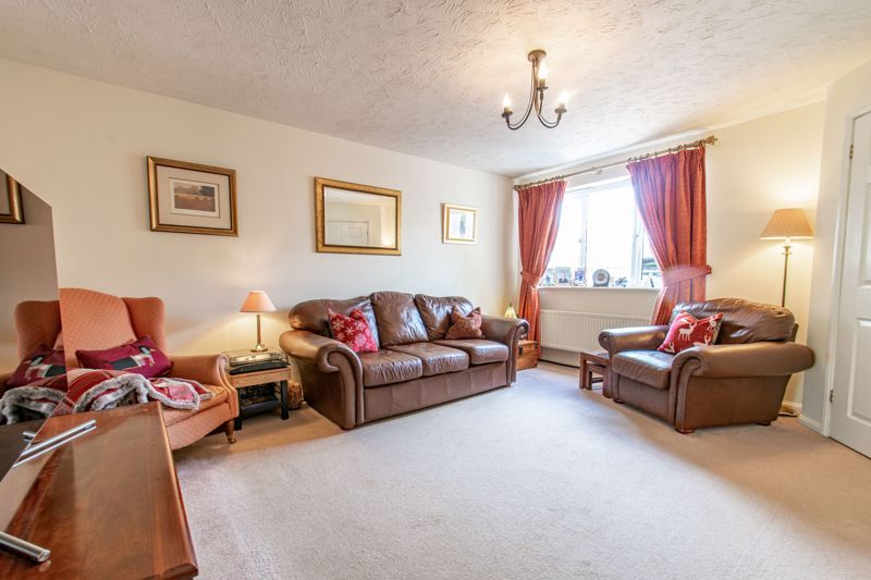 3 bed house for sale in Cleobury Close 5