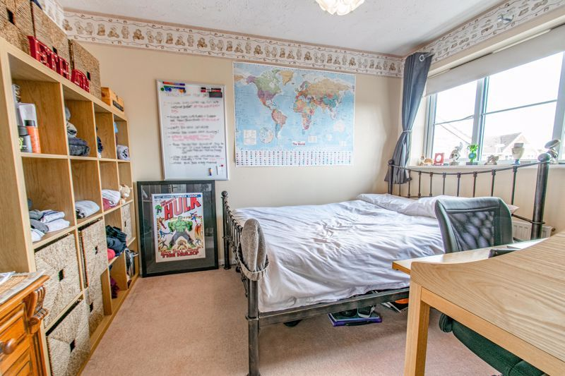 3 bed house for sale in Cleobury Close 9
