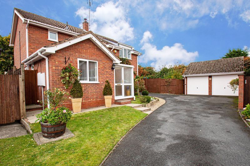 4 bed house for sale in Norbury Close 1