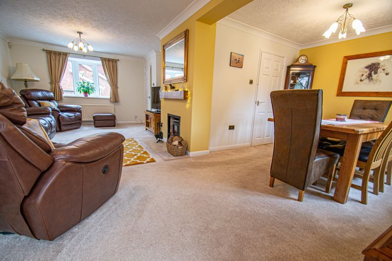 4 bed house for sale in Norbury Close 2