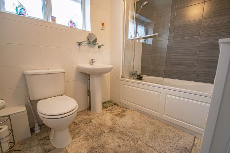 4 bed house for sale in Norbury Close 12