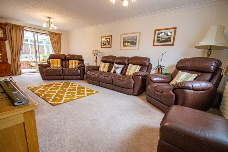 4 bed house for sale in Norbury Close 18