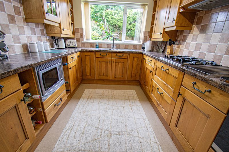 4 bed house for sale in Norbury Close 4