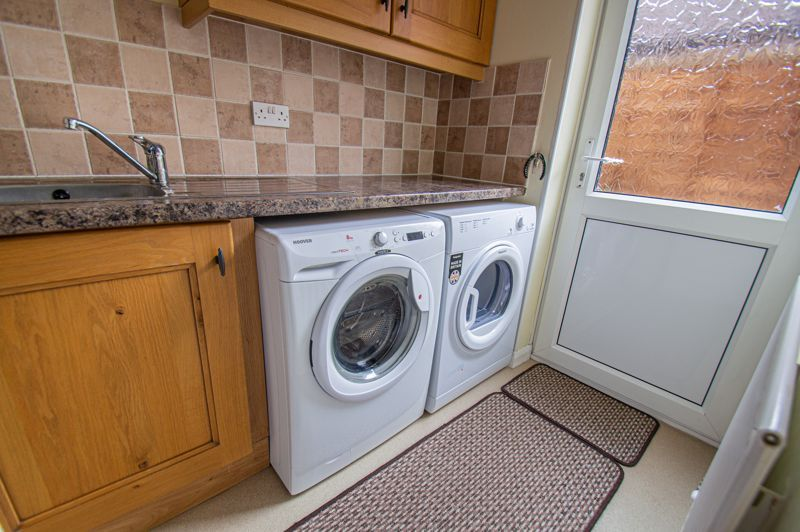 4 bed house for sale in Norbury Close 5