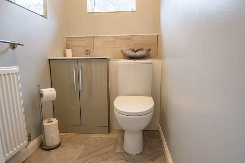 4 bed house for sale in Norbury Close 6