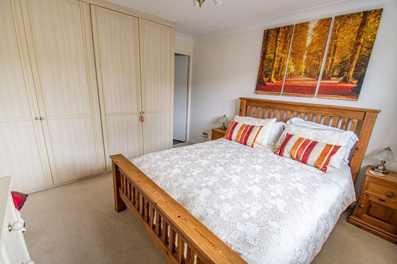 4 bed house for sale in Norbury Close 7