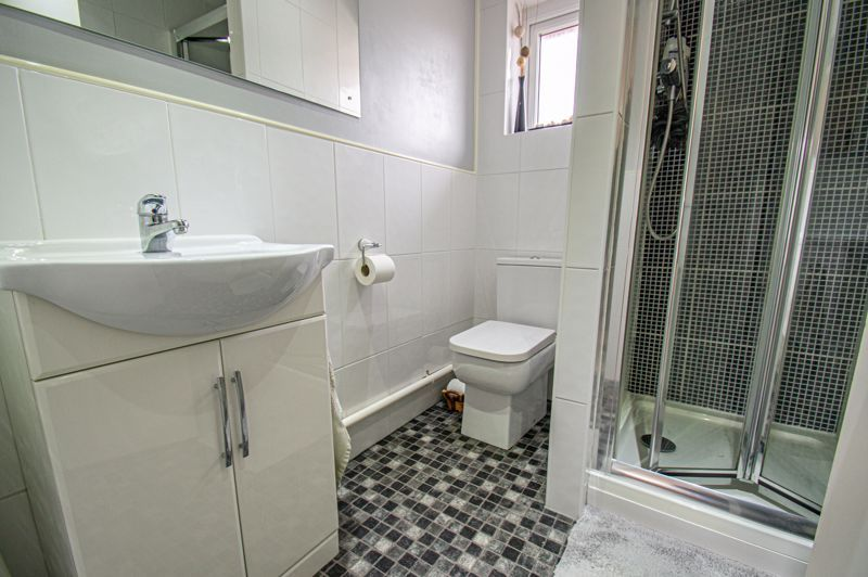 4 bed house for sale in Norbury Close 8