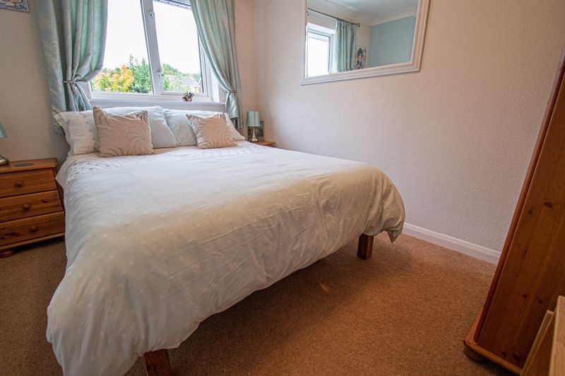 4 bed house for sale in Norbury Close 9