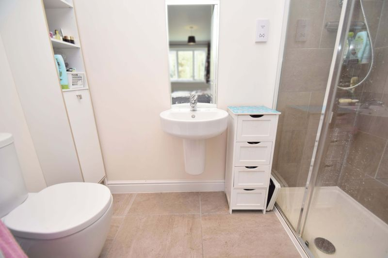 5 bed house for sale in Turntable Avenue  - Property Image 11
