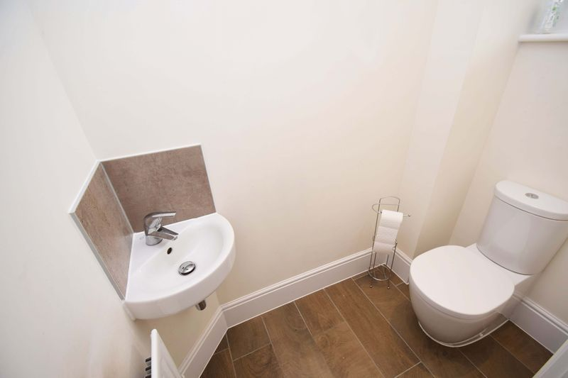 5 bed house for sale in Turntable Avenue  - Property Image 7