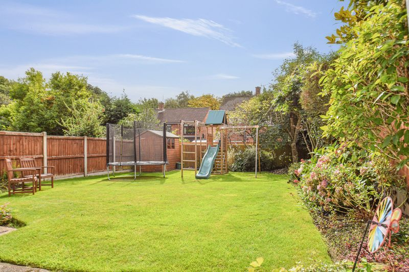 3 bed house for sale in Hopgardens Avenue 14