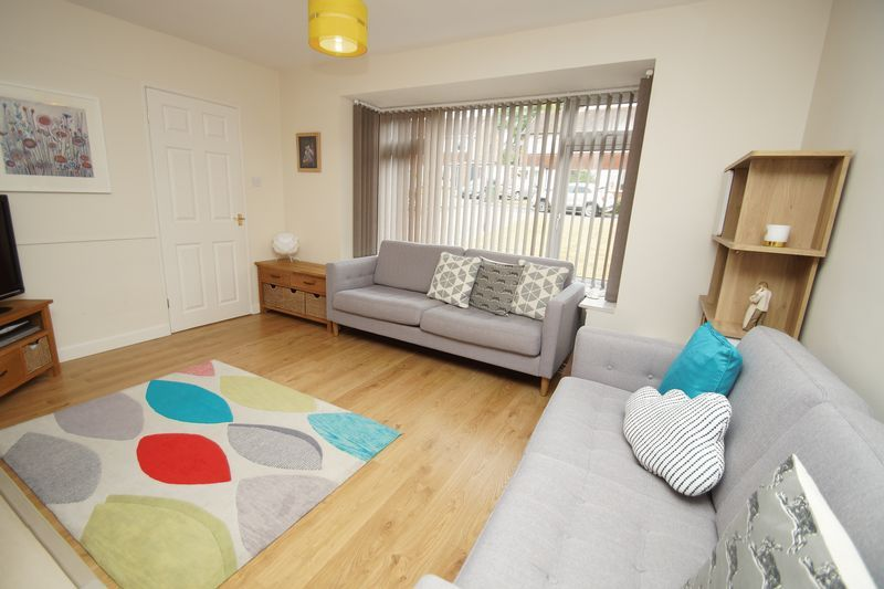 3 bed house for sale in Hopgardens Avenue 4