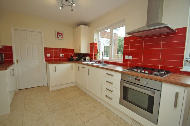 3 bed house for sale in Hopgardens Avenue 7