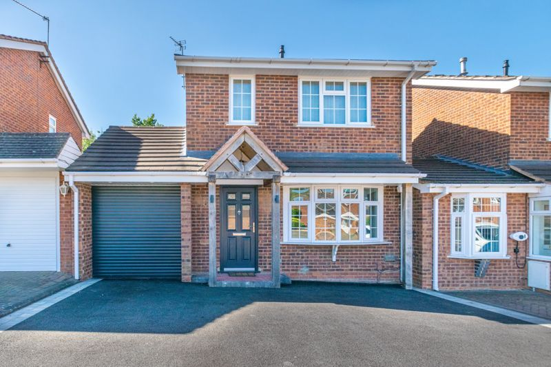 3 bed house for sale in Hollyberry Close 1