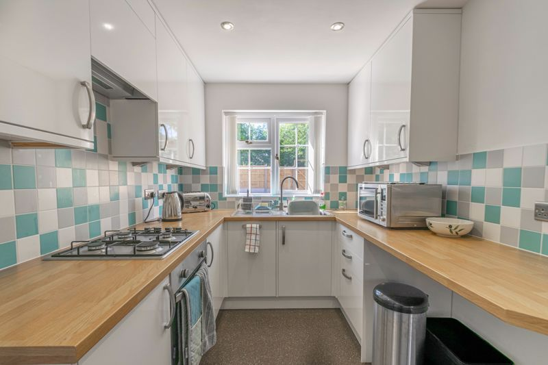 3 bed house for sale in Hollyberry Close 2