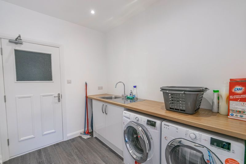 3 bed house for sale in Hollyberry Close 11