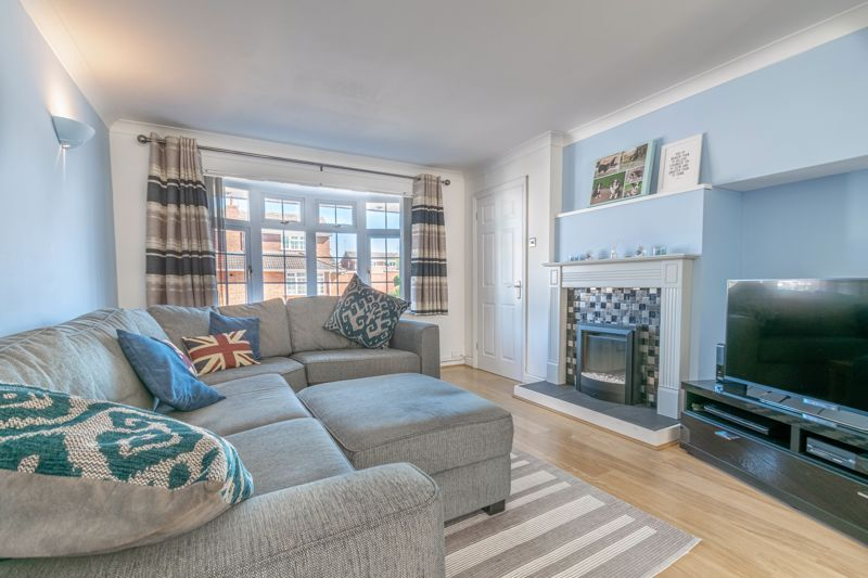 3 bed house for sale in Hollyberry Close 3