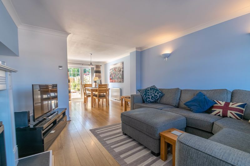 3 bed house for sale in Hollyberry Close 4