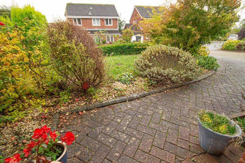 2 bed bungalow for sale in Radway Close 14