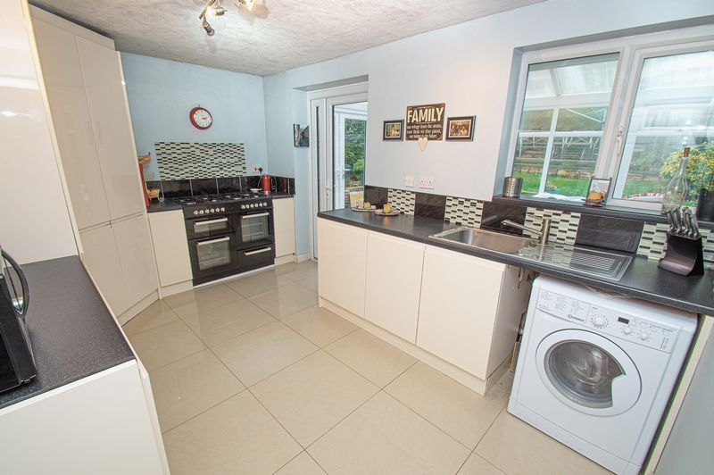 2 bed bungalow for sale in Radway Close 3