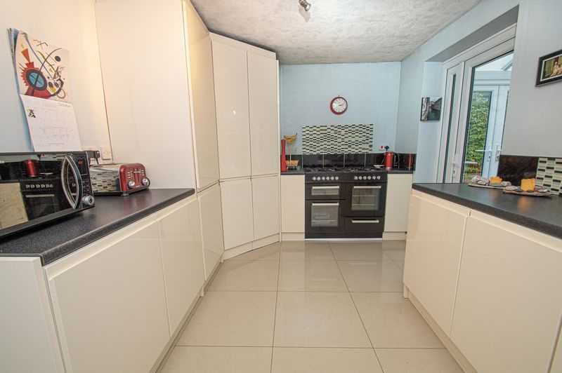 2 bed bungalow for sale in Radway Close 7