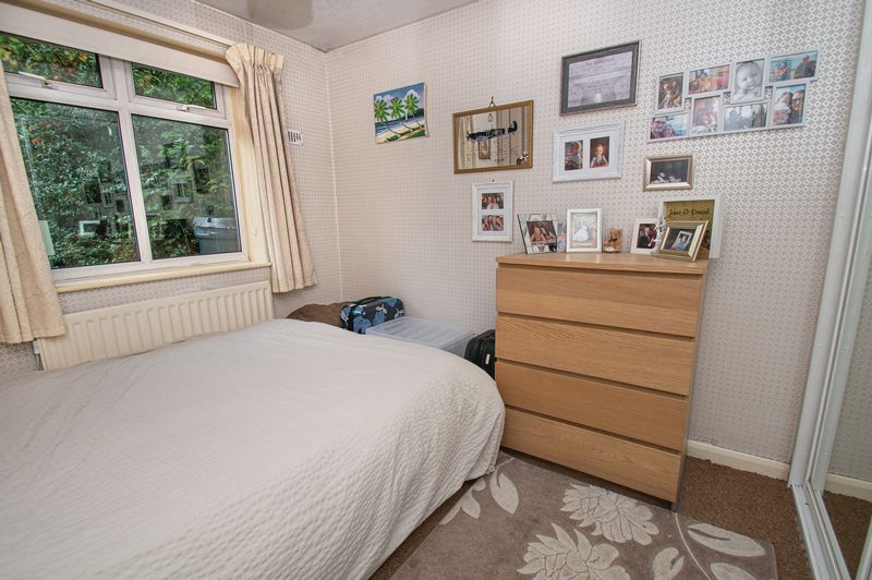 2 bed bungalow for sale in Radway Close 8