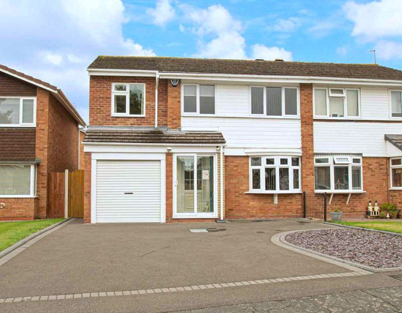 4 bed house for sale in Fulton Close 1