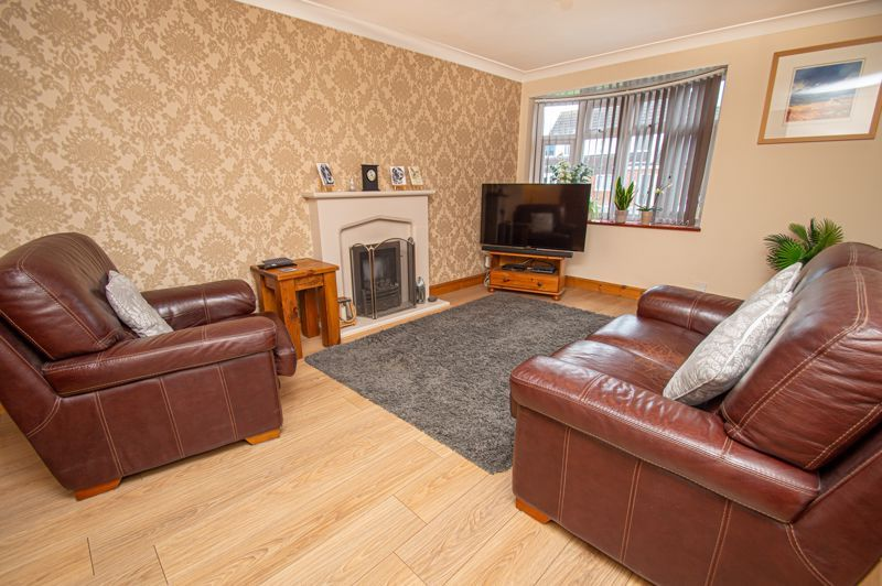 4 bed house for sale in Fulton Close 2