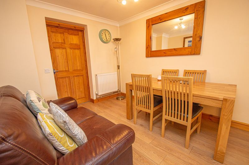 4 bed house for sale in Fulton Close  - Property Image 4