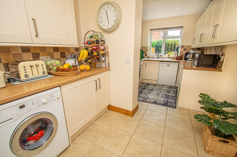 4 bed house for sale in Fulton Close 6