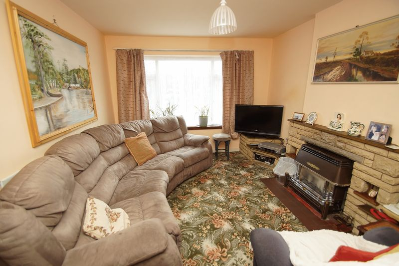 3 bed house for sale in Spadesbourne Road 2