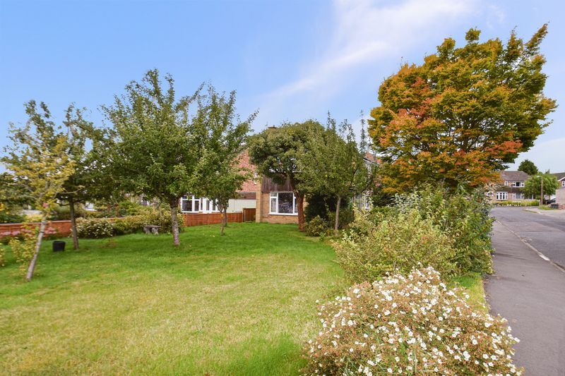 3 bed house for sale in Spadesbourne Road  - Property Image 11