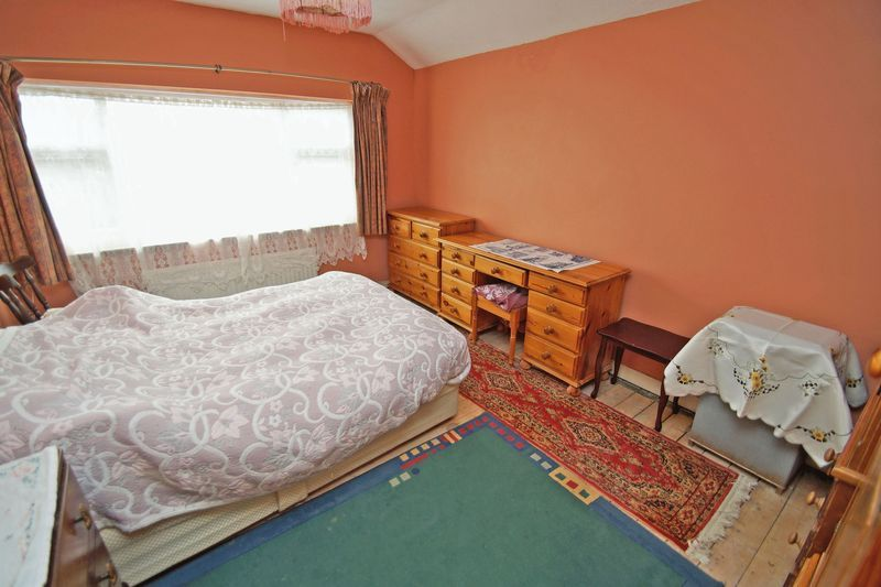 3 bed house for sale in Spadesbourne Road 6