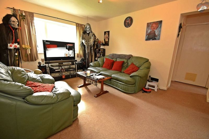 2 bed flat for sale in Farleigh Road  - Property Image 2